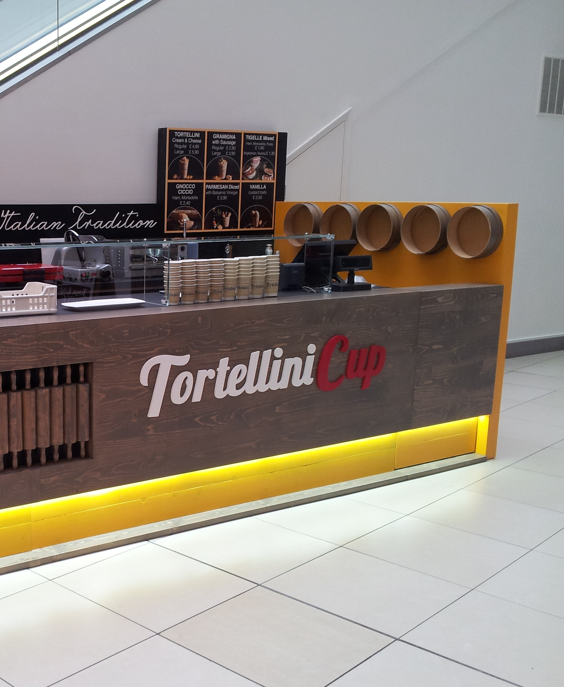 Example of food trader on mall space within shopping centre
