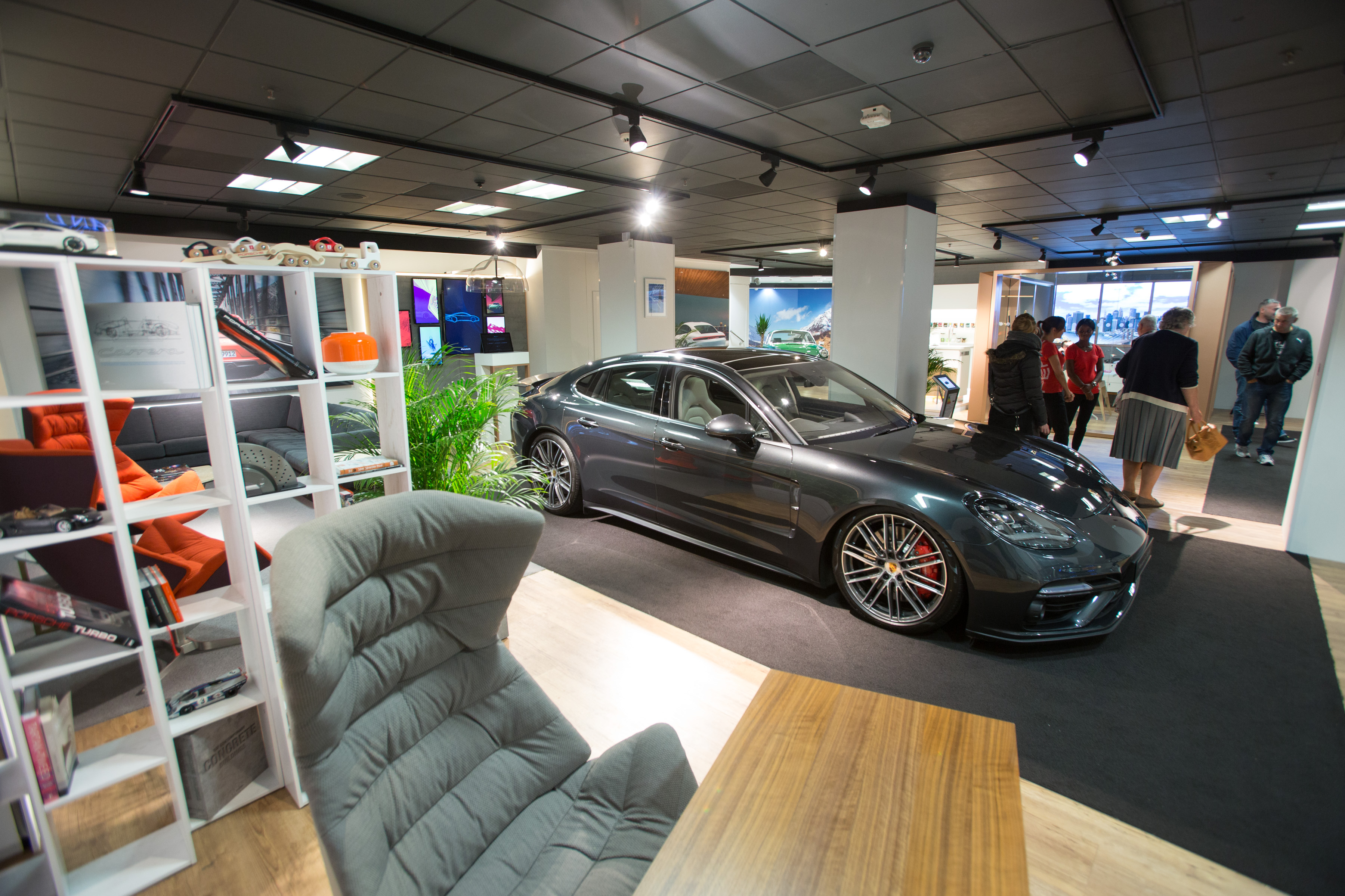 Porsche Life Pop Up Showroom In Glasgow Spaceandpeople Plc